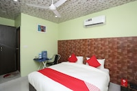 OYO 33500 Hotel Cross Road
