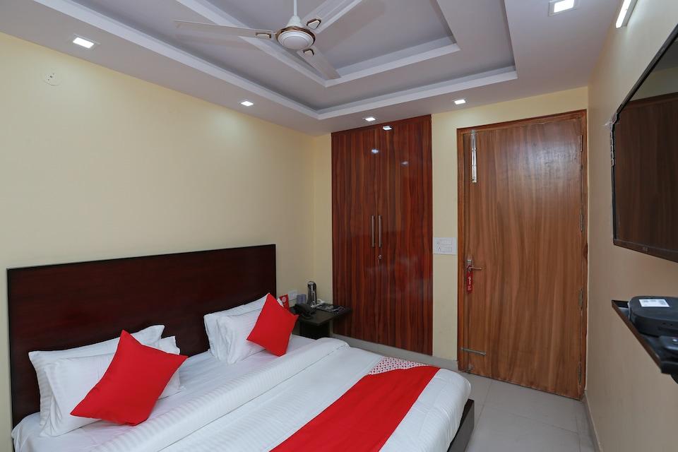 OYO 35361 Leisurrestay, Anand Vihar Delhi, Delhi