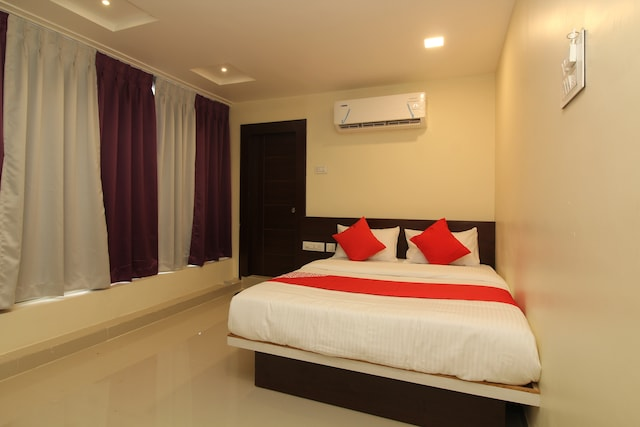 OYO 35462 Svs Luxury Rooms