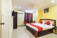 OYO Flagship 35527 Hotel Swagath Residency Deluxe