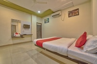 OYO 35538 Hotel Risha Suite