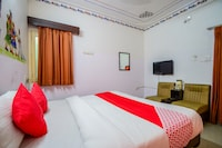 OYO 35545 Hotel Paras