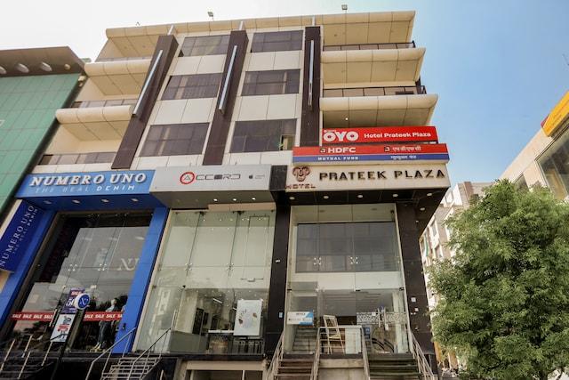 Capital O 35555 Hotel Prateek Plaza
