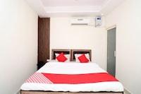 OYO 35585 Hotel Royal Palace