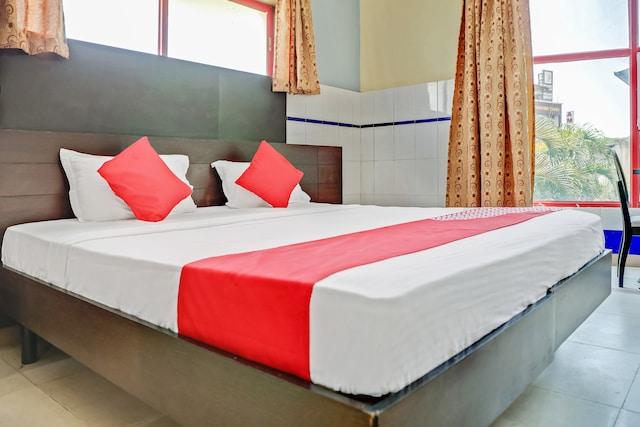 OYO 35587 Shanthi Royal
