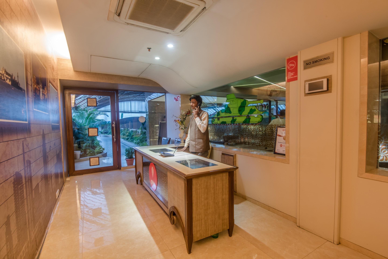OYO 618 Maharaja Hotel