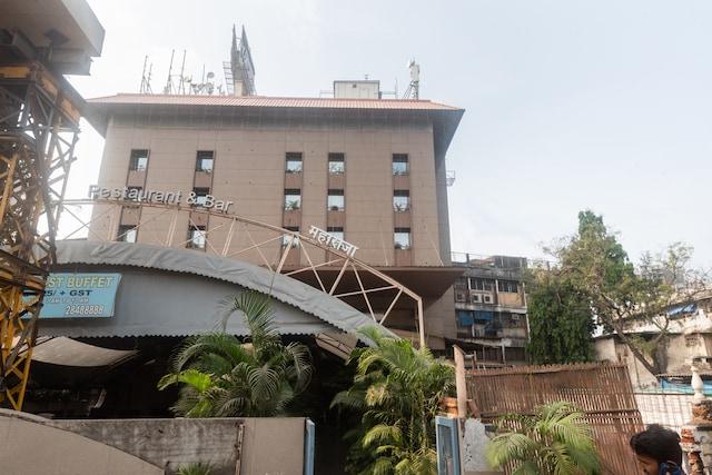 Capital O 618 Maharaja Hotel
