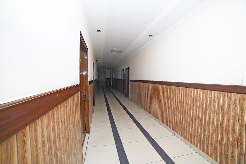 OYO 35777 Hotel Park Square