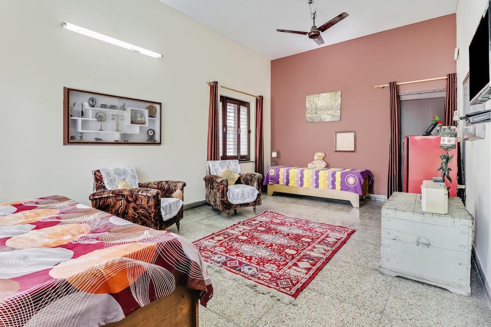 OYO Home 35870 Adorable Stay Tyagi Road Dehradun