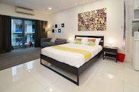 OYO Home 926 Premium Studio Summer Suites