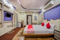 OYO 35895 Hotel Ira Palace Suite