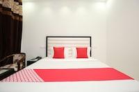 OYO 35930 Tricity Hotel Premia Deluxe