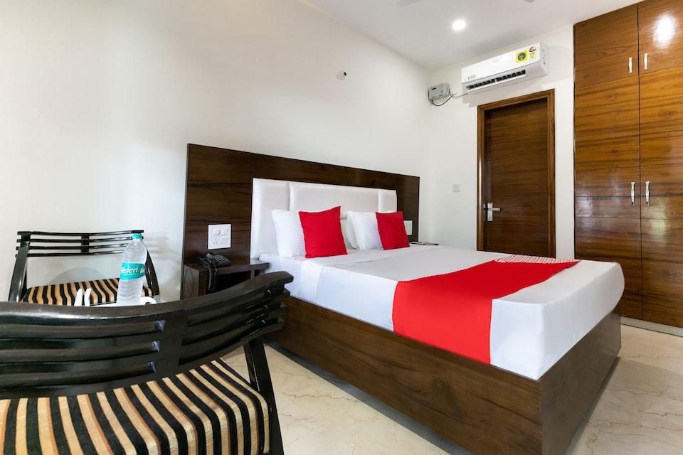OYO 35938 Hotel Aditya & Kings