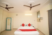 OYO 35970 Hotel Silver Point Deluxe