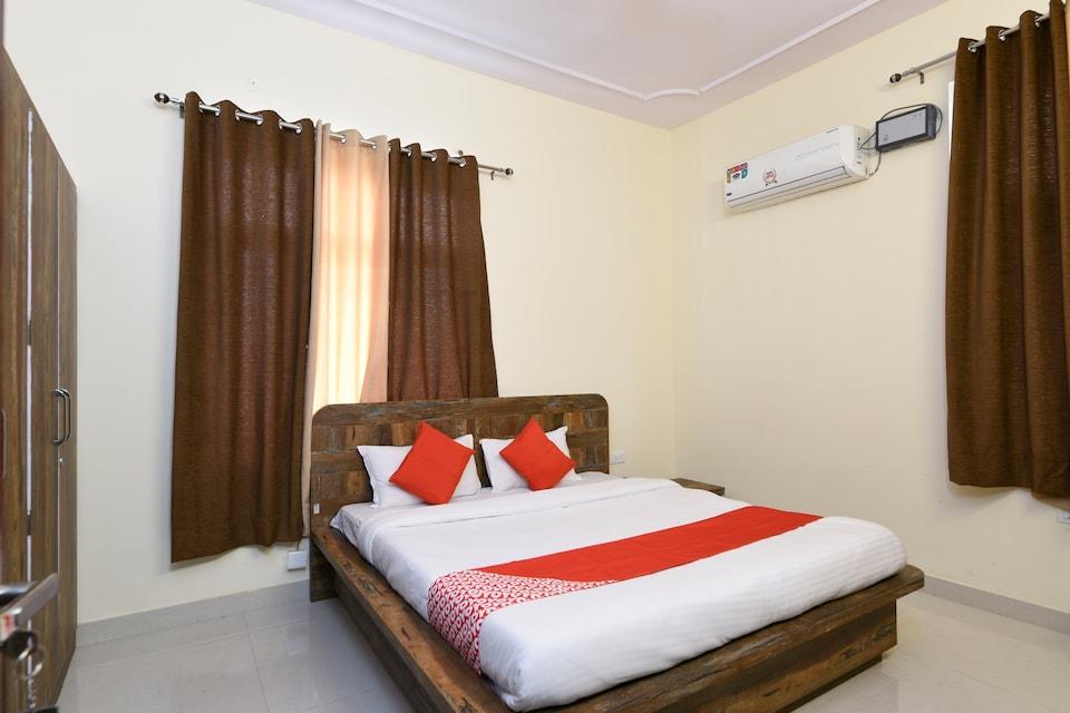 OYO 35995 Hotel Orient Dev Palace
