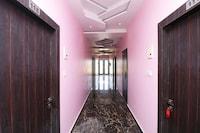 OYO 36042 Hotel Madhuban Deluxe