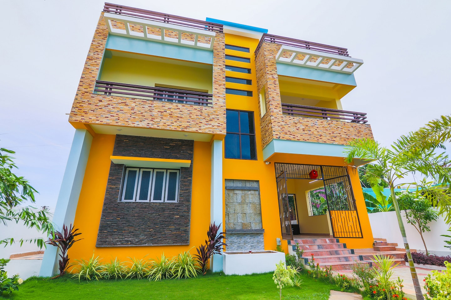 OYO Home 36078 Spacious 2bhk Near Boat House -1