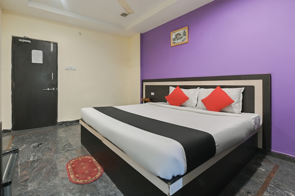 Capital O 36115 Hotel Royal Palm