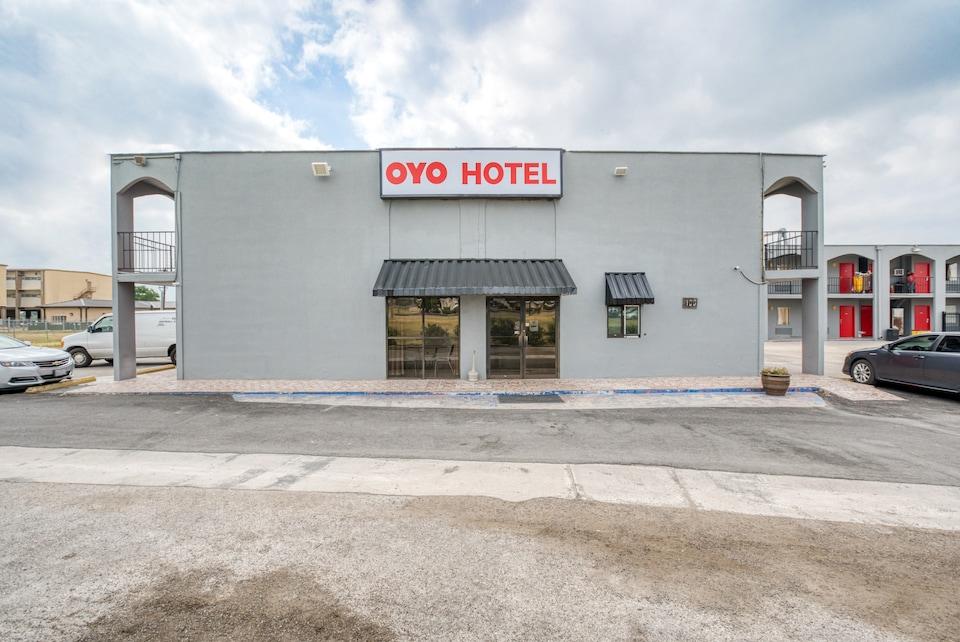 OYO Hotel San Antonio Lackland Air Force Base West, C78227, San-Antonio