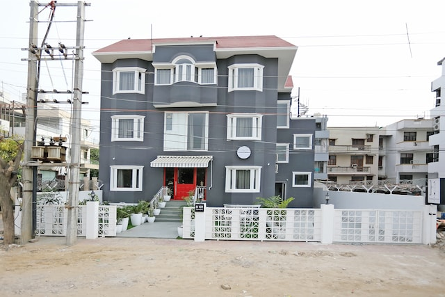 OYO Townhouse 017 Huda City Center