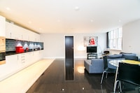 OYO Home Liverpool Street 2 Bedroom