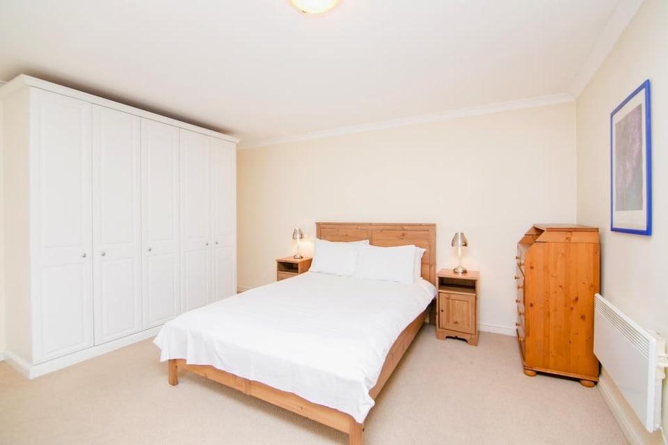 OYO Home Docklands 1 Bedroom Apartment
