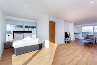 OYO Home Clapham 2 Bedroom