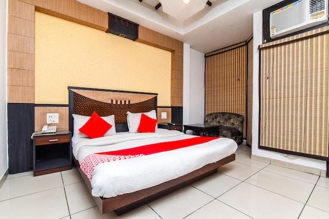 OYO 36465 Boom Room 5 Deluxe