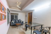 OYO Home 36476 Elegant Stay Near PVS Film City