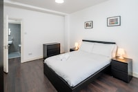 OYO Home Shoreditch Executive Deluxe 3 Bedroom