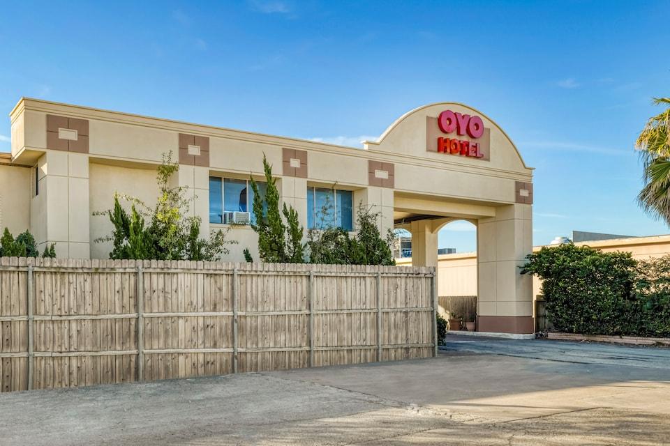 OYO Hotel Houston Galleria West