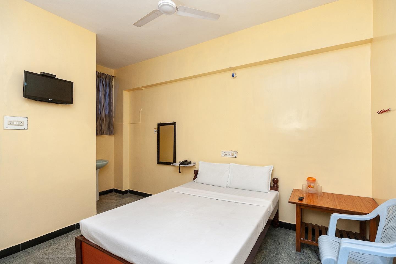 SPOT ON 36502 Sree Grand Lingam Residency -1