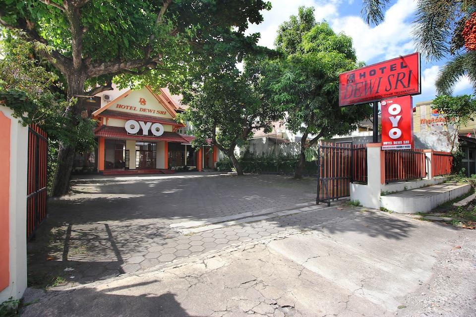 OYO 759 Hotel Dewi Sri