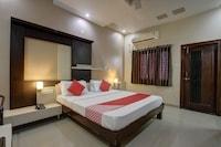 OYO 36620 Hotel Pleasant Stays Deluxe