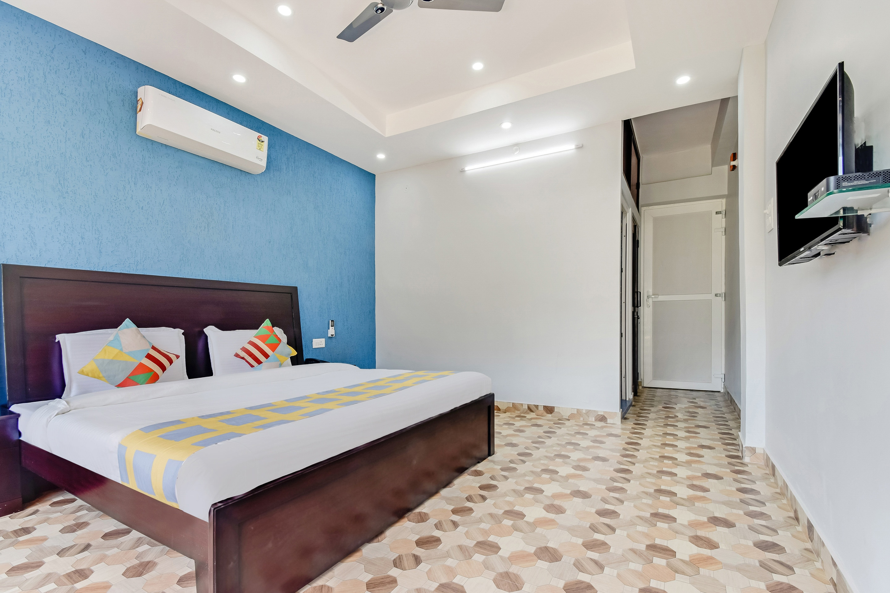 OYO Home 36625 Luxurious Stay