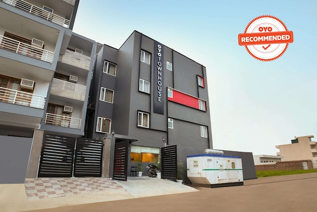 OYO Townhouse 178 Sector 52