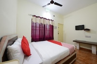 OYO 36676 Maharaja Comforts Saver