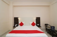 OYO 36695 Hotel Shivnery Palace