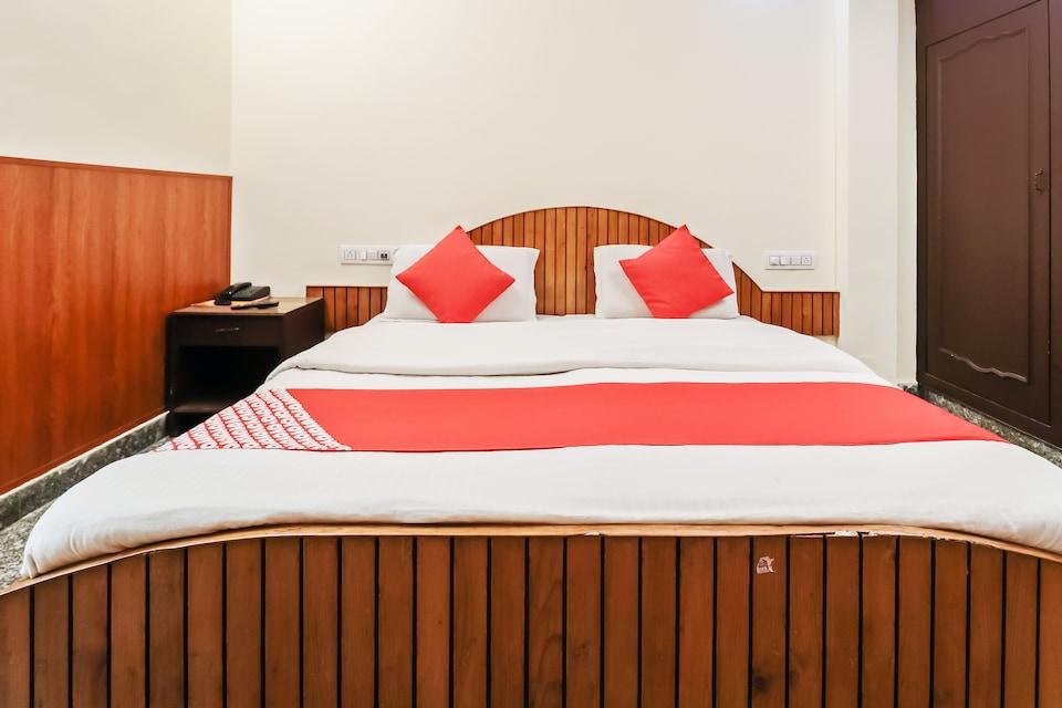 OYO 36703 Hotel Raghunath