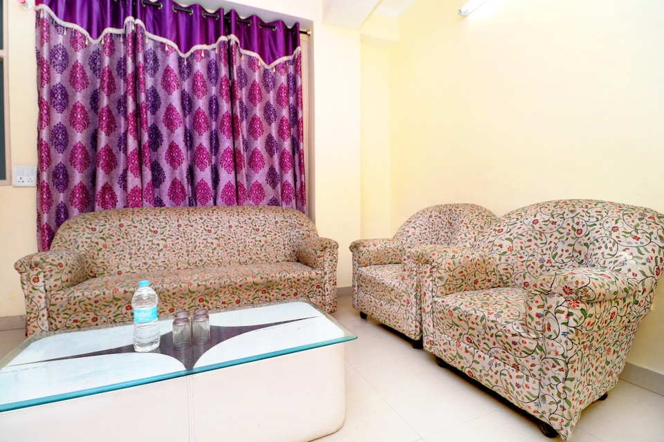 OYO Home 36706 Comfy 2bhk Apartment  Deoghat