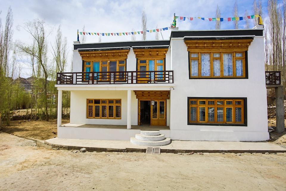 OYO 36735 Makhang Guest House