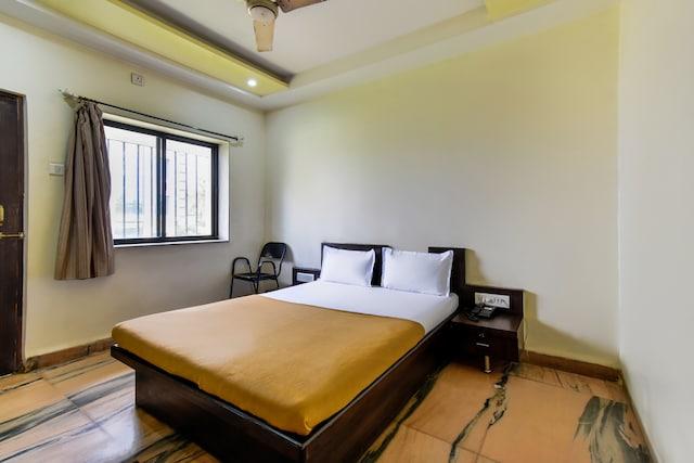 SPOT ON 36739 Hotel Raj  SPOT