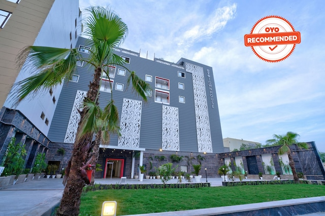 OYO Townhouse 171 New Building Sector 104 Deluxe