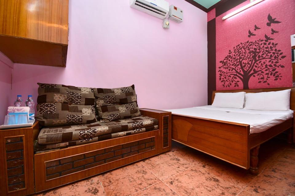 SPOT ON 36960 Hotel Neeraj