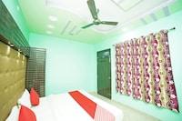 OYO 36989 Hotel Solitaire