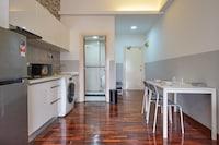 OYO Home 1033 Lovely Studio Megan Embassy