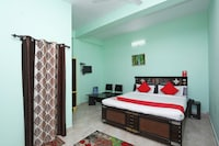 OYO 37054 Amit Guest House