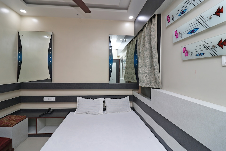 SPOT ON 37064 Hotel Sanskar Residential