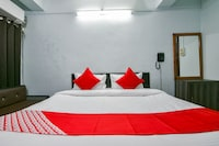 OYO 37112 Rowdralay Residency
