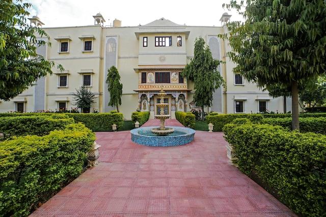 Capital O 37147 Roop Vilas Palace